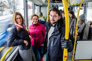 Bodil Hansson (S), Christiane Rüdiger (V) och Hans Forsberg (C) är glada över att infria ett mångårigt vallöfte.