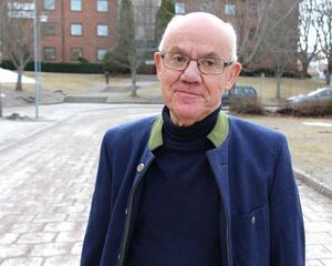 Fredrik Hopfgarten dröjde länge med att söka vård för sina besvär i ändtarmen. Han uppmanar andra som får symtom att genast kolla upp dem.