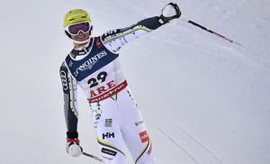 En glädjestrålande Felix Monsén har precis gått i mål i kombinationen. Foto: TT/Pontus Lundahl