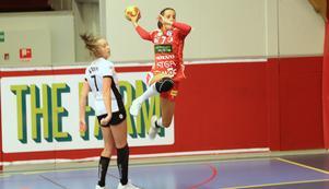 Det blir ingen match för Skövde HF:s Nora Jakobsson van Stam (bilden) och hennes klubbkompisar på torsdag.