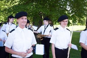 Västerås youth marching band, VYM, höll den lokala fanan högt under paraden.