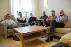 Här är de samlade – vd Johan Lindh och det numera norra kontoret inom Scanmatics svenska dotterbolag. I detta ingår, från vänster, Micke Jonsson, Elov Olsson, Emil Lindblom, Martin Ljus och tidigare huvudägaren Björn Östberg. Mikael Sundberg, Ulf Mäkitalo och Fredrik Brännström tillhör också det norra kontoret men saknas på bild.