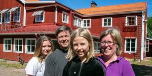 Alva, Anders, Agnes och Anna-Karin Berglund har börjat ett nytt liv i Sjugare skola.