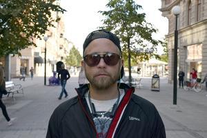 Petrus Persson, 33, mångkonstnär, Centrum: