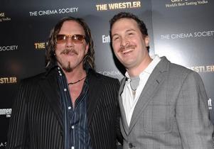 """Huvudrollen i """"The Wrestler"""" är specialskriven för Mickey Rourke.  Foto: Nonstop entertainmentMickey Rourke och Darren Aronofsky kan se fram emot en spännande Oscarsgala i övermorgon.Foto: Scanpix"""