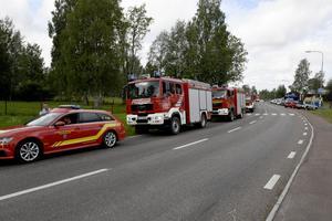 Bilkonvojen med brandbilar redo för avfärd från Särna.