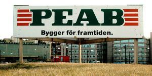 Bostadsbyggandet bromsar in i Örebro. Som en följd av detta varslar nu byggföretaget Peab 33 personer om uppsägning. Det är det största varslet i byggbranschen i länet på många år. Foto: Hasse Holmberg/PRESSENS BILD/Arkivbild