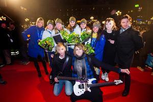 Anna Holmlund, Lag Sigfridsson och Charlotte Kalla togs emot med blommor.