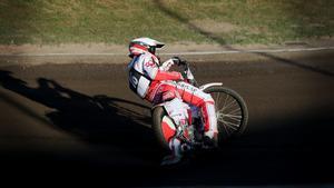 Förra sommaren fick Andreas Jonsson köra en GP-tävling på hemmabanan i Hallstavik.