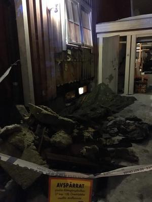 Polisen spärrade av platsen efter branden som misstänkts ha anlagts. Foto: Privat