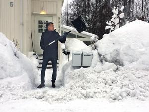 Det har blivit en vardagssyssla för Marcus Hedman att skotta snö.