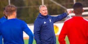 Förre A-lagstränaren Magnus Svedlund är kvar i Avesta AIK:s organisation.