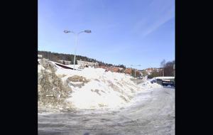 Gång- och cykelvägen syns inte längre för all snö.