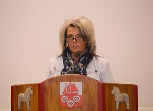 Senast det begav sig svarade partibasen Johan Persson för formuleringarna. Nu är det fullmäktigeledamoten Pia Johansson som undertecknat motionen om tiggeriförbud.