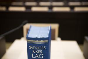 Det är även angeläget att Sverige snarast stiftar en lag mot kärnvapen på svenskt territorium, med tanke på flera ledande politikers inställning i denna fråga, skriver debattförfattarna.