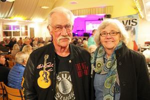 Bosse och Barbro Jansson satte ord på Elvis storhet.