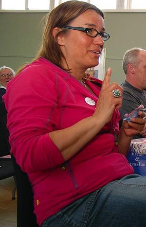 Åres oppositionsråd Anna-Caren Sätherberg, S, tycker det vore vansinne att lägga ner Duveds kommunala skola för en sportinriktad friskola. Kanske 10 procent av barnen är idrottsintresserade, vad händer med de andra, undrar hon.