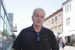 Jan Karlsson (C) tycker en inglasning av Ludvika centrum hamnat i ett nytt läge på grund av alla butiker som tvingats stänga.