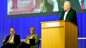 LO:s ordförande Karl-Petter Thorwaldsson och förre statsministern Göran Persson fanns med i panelen när förre landstingsdirektören Anders L Johansson presenterade sin nya bok om Gunnar Sträng i Stockholm.