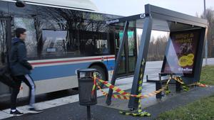 Bussresenärer kan inte använda kuren men det går bra för resenärer att vänta på bussen där ändå, enligt trafikchef Kent Pettersson.