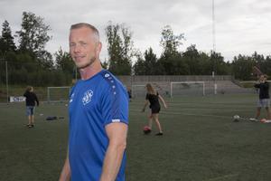 Torben Sporre jobbar som idrottslärare på Vackstanäs gymnasium och är även engagerad i Nykvarn SK, där han tränar pojkar 04/05, fystränar ett äldre lag och leder fotbollshänget på tisdagar.