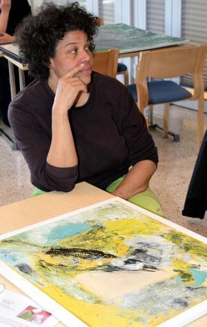 Lotta-Maja Öhman, som gått Konstfacks textila utbildning, har arbetat vid Kungliga Dramatiska Teaterns kostymateljé, där hon tillverkat allt från skor till väskor, klädesplagg, smycken, diadem, tiaror och kungakronor.