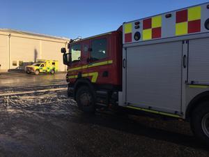 Räddningstjänst och ambulans kallades till platsen.