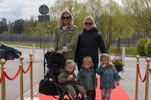 Nadja Mayr, Emelie Hallman och barnen Hollie, Lily, Lykke. Foto: David Söder
