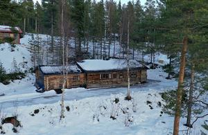 Stuga byggd av de tidigare ägarna sedan 40 år i Nordomsjön. Foto: Nisse Schimdt