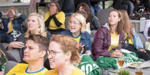 Frimis räknar med att omkring 150 personer besökte uteserveringen för att titta på matchen.