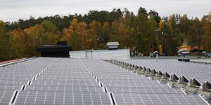 641 kvadratmeter solceller finns nu på två sektioner av taket på Morabergs studiecentrum.