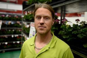 Tom Holm, 46, butikschef Blomsterlandet, Alnö: – Planera noggrant innan vad du vill ha i trädgården för att få en bra helhet.