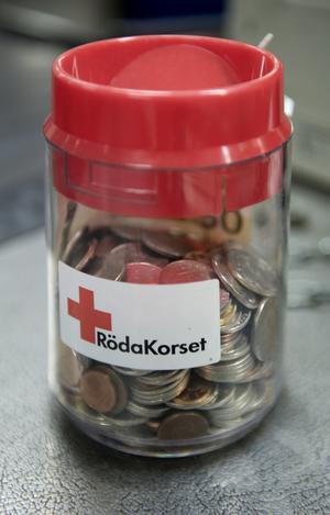 777 kronor samlades in till Röda Korset under söndagens julskyltning i Mora. Foto: Henrik Montgomery/TT