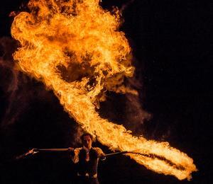 Foto: Erik Somnäs Nycirkusgruppen Act of Emotion svarar för en eldshow (om det inte råder eldningsförbud).