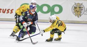 Daniel Mossberg var väldigt aktiv, framförallt i den första halvleken när Bollnäs kopplade greppet om Broberg.