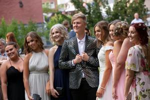 Det poserades friskt framför kamerorna när studenterna hade sin traditionella bal.