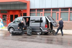 Bombgruppen kom från Stockholm för att kontrollera det föremål som lämnats in på polishuset i Gävle.