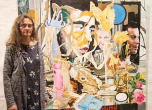 Trots den lite svindlande känslan i en målning som denna menar Åsa Larsson att hon målar ganska exakt vad hon ser. Och hon målar bara i dagsljus.