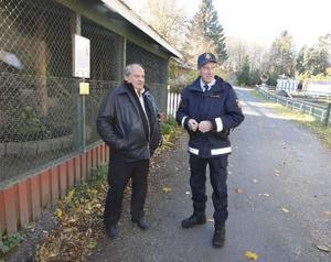 Under gårdagen var Andrew Sörensson från polisen och tittade till örnen tillsammans med Åke Netterström från Frösö zoo.