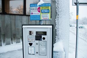 Under måndagsmorgonen var knapparna på denna automat utanför Scandic Hotel fastfrusna.