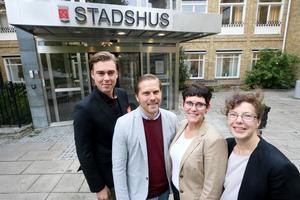 Det blev nygammalt styre i Kumla efter valet. Moderaterna och Socialdemokraterna fortsatte att vara sambo i Stadshuset. Oskar Svärd, (M), Andreas Brorsson, (S), Katarina Hansson, (S), Åsa Windahl Alin, (M)