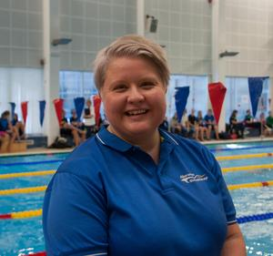 Tillsammans med de  andra funktionärerna har Maria Öhman koll på tävlingarna i Njurundahallen.