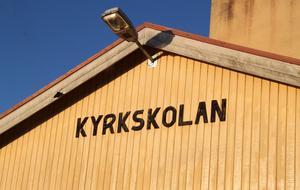 Kyrkskolan är redan i dagsläget trångbodd. Och precis som i Djurås pekar elevutvecklingen på att det inom ett par år kommer att saknas klassrum.