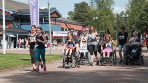 En bild från förra året där motionärerna tar sats från Moraparken.