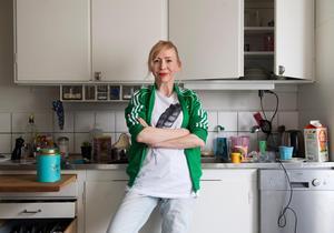 Jenny Jägerfeld tycker att det är lättare att skriva om saker hon själv har upplevt.