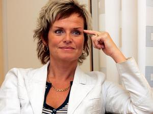 Region Västernorrlands före detta personaldirektör Lena Thelin förnekar att det skulle förekomma några hemliga ljudinspelningar mellan henne och Anders L Johansson.