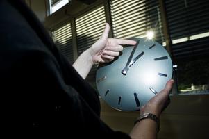 Natten mot söndag, klockan 02.00, övergår Sverige till sommartid. Klockan ska då flyttas fram en timme.