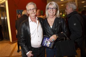 Janne och Karin Öman från Hudiksvall hade fått biljetterna i present från deras son.