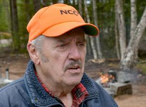Tommy Syvertsen fick höra sin far Egils historia, berättad av författaren Anders Johansson.