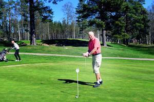 På söndagen öppnade golfbanan i Säter som en av länets första. Dagen efter hölls första tävlingen för H55-gänget.